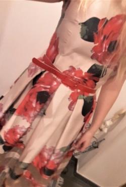 Gėlėta nuostabi suknelė